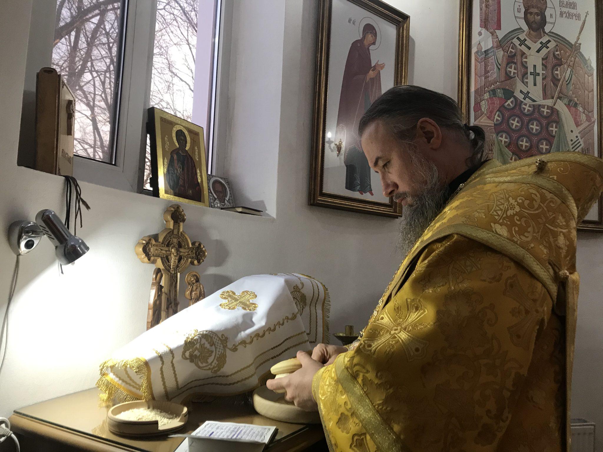 Божественная литургия в день памяти мученика Парамона в храме поселка Заветный