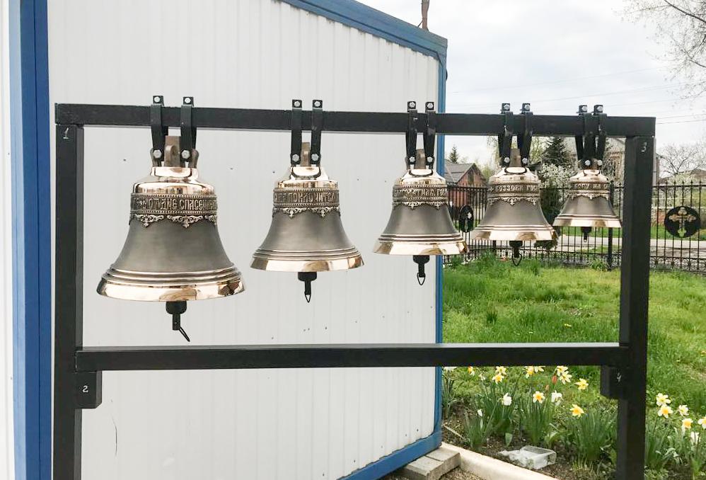 В храме новые колокола- малая звонница