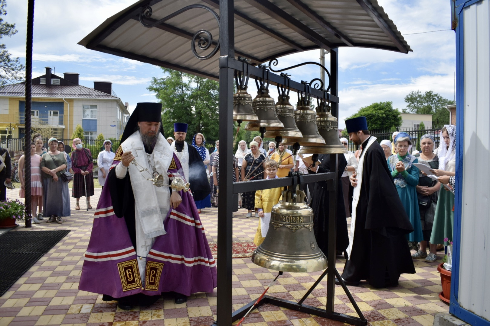 Освящение колоколов для звонницы храма святителя Спиридона Тримифунтского поселка Заветного города Армавира